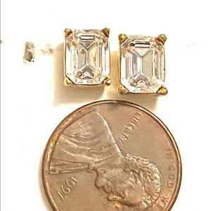 Jewelry - Clear rhinestone stud earrings gold